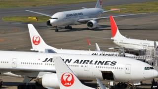 JAL planes on tarmac