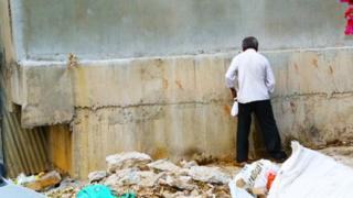A man urinating on the street in Bangalore