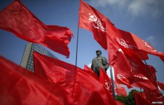Red flags and a statue of Lenin in Donetsk