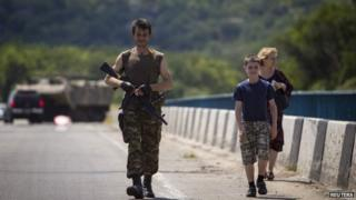 Separatist walks with family near Luhansk (8 June)