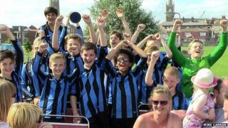 Little Oakley under 12s celebrate on open-top bus