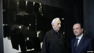 Francois Hollande with Pierre Soulages and one of his paintings
