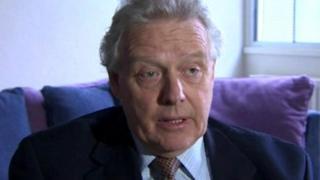 Dr Alistair Hanna