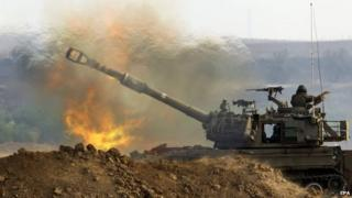 An Israeli 155mm self-propelled howitzer fires from a position at an unspecified location in southern Israeli into the Gaza Strip, 23 July 2014
