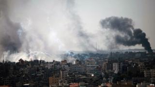 Smoke rises above Gaza City (27 July 2014)