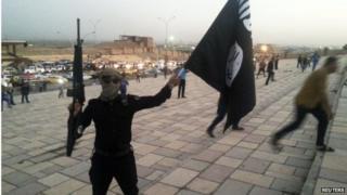 Islamic State fighter in Mosul (30/06/14)