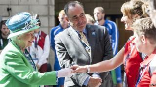 Queen meeting Commonwealth Games volunteers