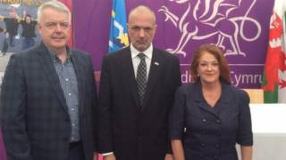 Argentine ambassador Alicia Castro, Governor of Chubut Martin Buzzi and Wales' First Minister Carwyn Jones.