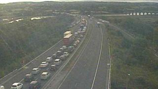 Traffic at junction 48 of the M4