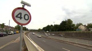 40mph sign on M32