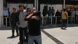 Syrians released from jail in Damascus under an amnesty (11/06/14)