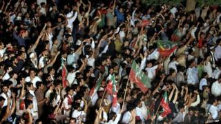 Thousands of supporters of Imran Khan have said they will march on the secure zone - massed on 18 August