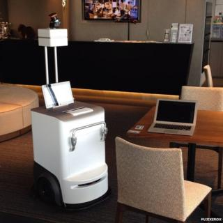 'Robot Printer' Autonomously Moves Around Lounge