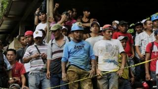 Relatives, friends and fellow miners wait as rescuers try to reach a group of miners trapped in a gold mine in Nicaragua - 29 August 2014