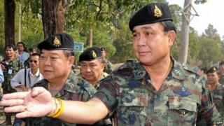 Retired general and newly-appointed Defence Minister Prawit Wongsuwan (left) walks alongside Thai Army chief General Prayut Chan-ocha (right) - photo from February 2011