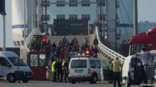 Migrants escorted off the ferry bound for England (3 September 2014)