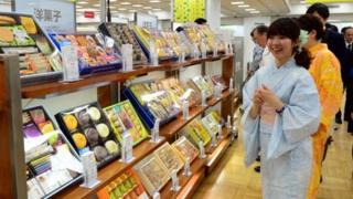 Japan retail lady