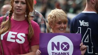 Yes and No vote supporters in Edinburgh