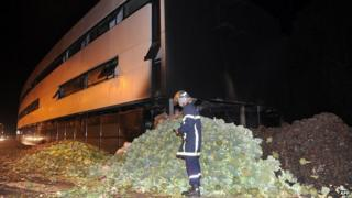 Vegetables dumped outside tax office in Morlaix. 20 Sept 2014