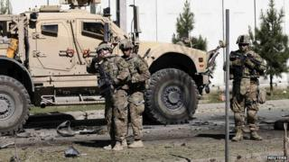 US troops inspect scene of suicide bombing in Kabul, 16 September 2014