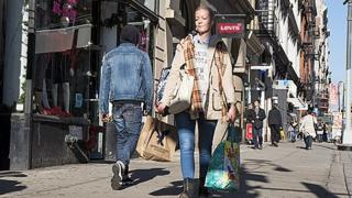 Shopper on the streets of New York