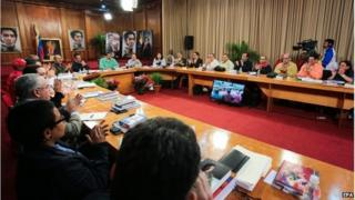 Venezuelan President Nicolas Maduro (in green shirt) during a meeting with governors and ministers of the public cabinet, in Caracas, 4 January 2015.