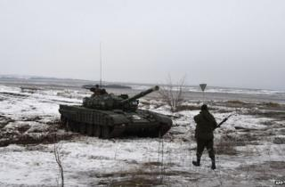 A rebel tank stands 25 km from the east Ukrainian town of Debaltseve, 29 January