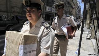Police moving evidence in the Nisman case to the office of investigator Viviana Fein