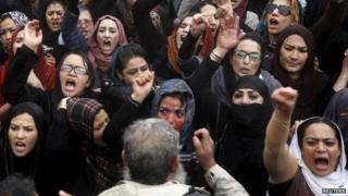 Members of civil society organisations chant slogans during a protest to condemn the killing of 27-year-old Farkhunda (24 March 2015)