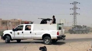 Iraqi federal police officers deployed at Habbaniya military base, near Ramadi (18 May 2015)