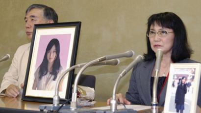 Mãe de Yukimi Takahashi com foto da filha