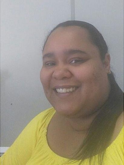 Evelyn queria ser administradora de empresas, mas trabalha como assistente administrativa