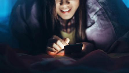 Социальные сети дают подписчикам возможность круглосуточно поддерживать близкий контакт с понравившимися им девушками