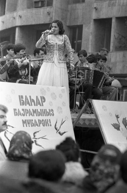 İçərişəhərdə Novruz şənliyi (20 mart 1987).
