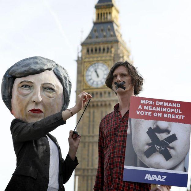 Protesta por el Brexit frente al Parlamento en Londres, el 13 de marzo de 2017.