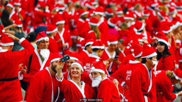 Yeni Zelanda, Noel Baba kılıklı kalabalık