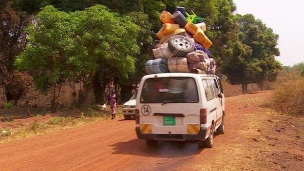 每天有成千上万人逃离南苏丹
