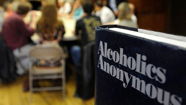 Para Alice, los encuentros de alcohólicos anónimos estaban demasiado dominados por hombres.