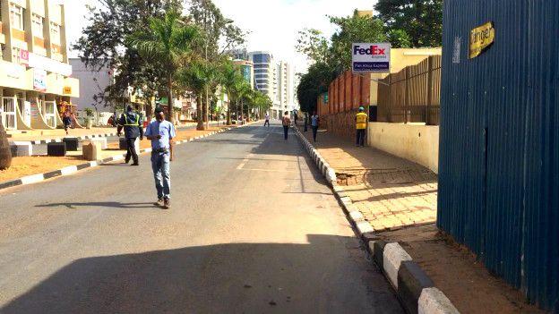 Une rue de Kigali, la capitale du Rwanda, un pays accusé par HRW d'enfermer dans des