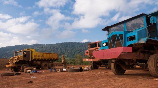 Lorries at Kuantan mine