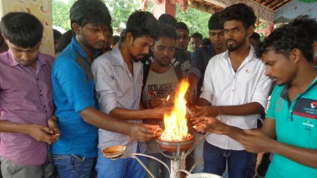 இலங்கை: போரில் இறந்தோரை நினைவு கூரும் மாவீரர் தினம் அனுசரிப்பு