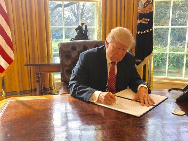 Trump firmó este lunes un segundo