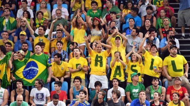 Brasileños en la hinchada en Río 2016.