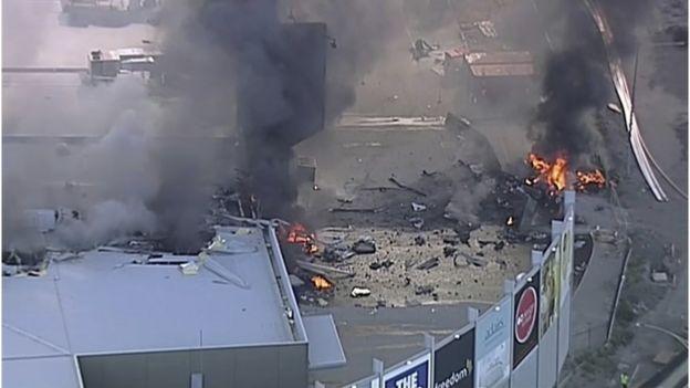 澳洲轻型飞机墨尔本购物中心坠毁五人死亡