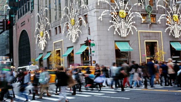US shoppers, outside Tiffany & Co