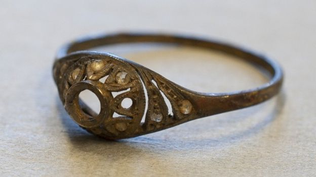 Ring found in the double-bottomed cup at the Auschwitz-Birkenau State Museum