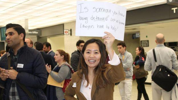Abogados en el aeropuerto de Dulles, Virginia.