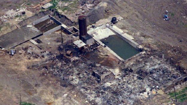 Los restos calcinados de los predios de la secta davidiana en abril de 1993.