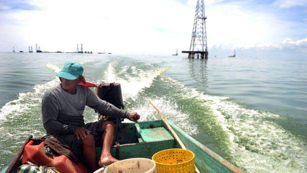 Bote en el lago Maracaibo