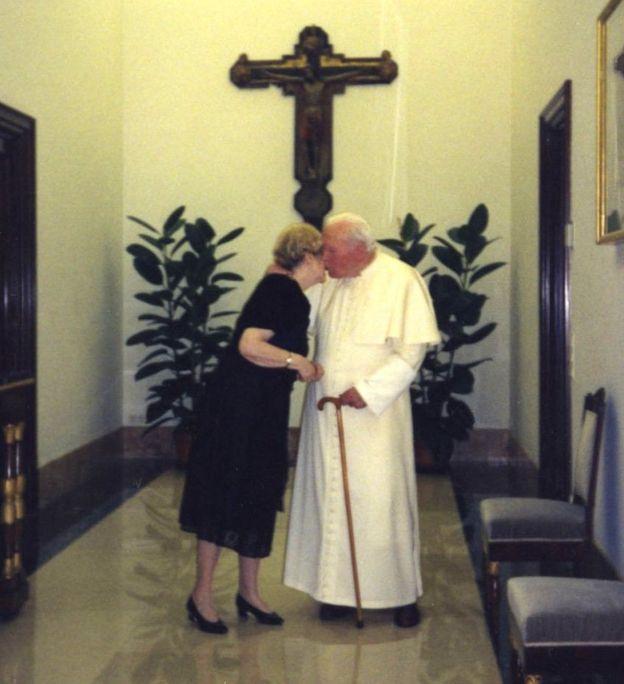 Des lettres de Jean Paul II révèlent une amitié «intense» ... (Vidéo) _88287286_c8f874c2-731f-4513-9760-a27cbab86a7e
